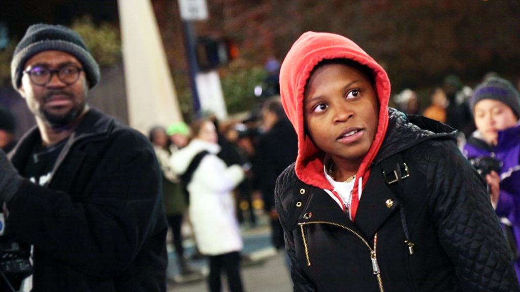 Mehrere Schwarze Personen auf der Straße